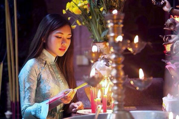 Hướng dẫn cách cúng khấn lễ vái và sắm lễ đi chùa đầu năm phần 1